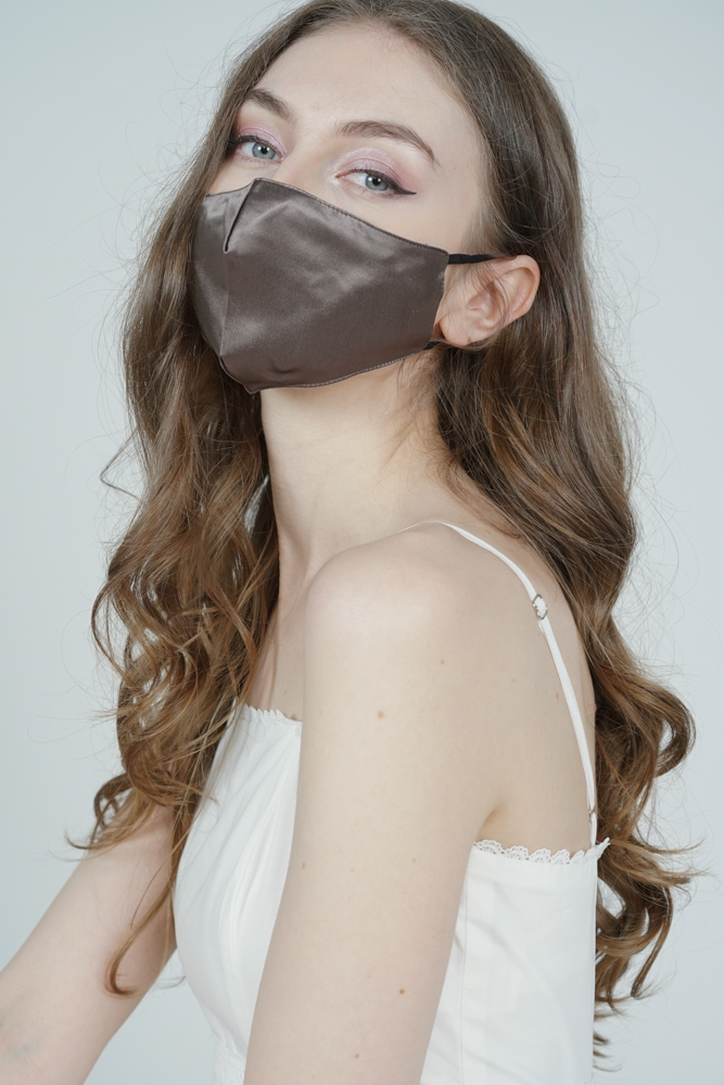 Posey Satin Mask in Mocha